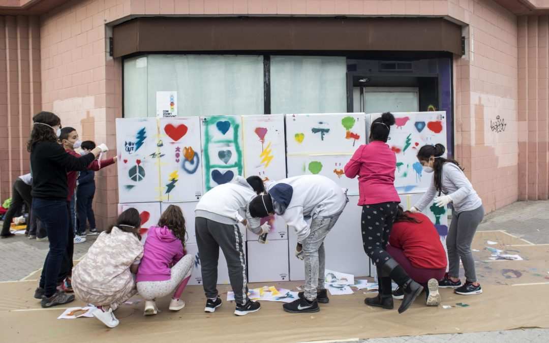 Tanquem l'any fent artivisme a L'H i Tarragona per sensibilitzar la comunitat