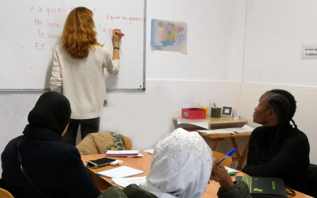 La Fundació Akwaba obre la inscripció de cursos de castellà i de preparació per a la nacionalitat espanyola